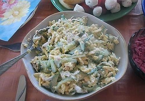 Салат с куриным филе и консервированными ананасами