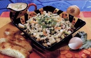 Мясной салат под пикантным соусом