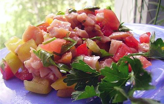 Салат с курицей и лимоном