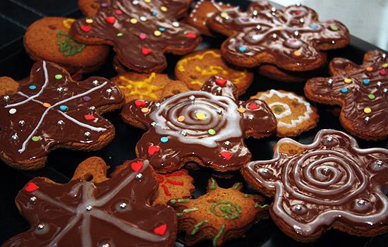 Печенье в шоколадной глазури с орехами