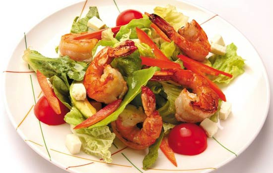 Салат из кальмаров, креветок и мидий