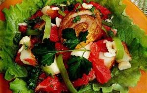Салат с куриной грудкой и грушами