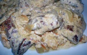 Говядина, тушенная в сметанном соусе