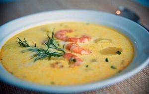Суп из плавленого сыра с кукурузой и креветками