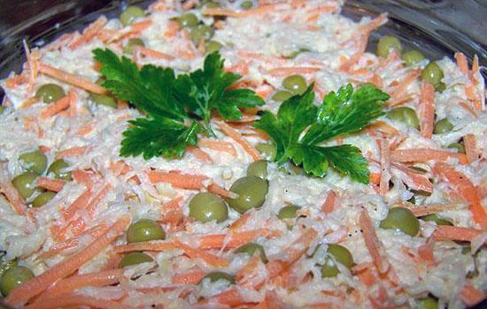 Салат с зеленым горошком и корейской морковью