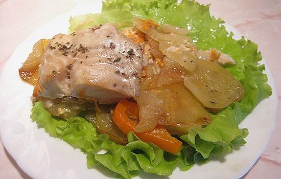 Рыба, запеченная с замороженными овощами
