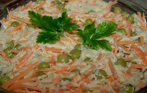 Салат из корейской моркови и сухариков