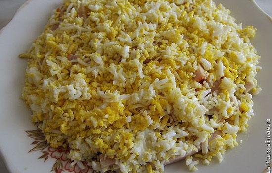 Салат с куриным филе и плавленым сырком
