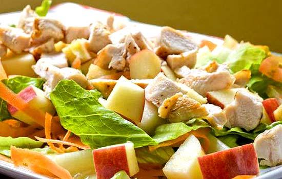 Салат с манго и куриным филе