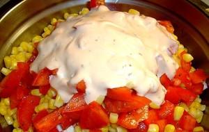 Салат из крабовых палочек и помидоров