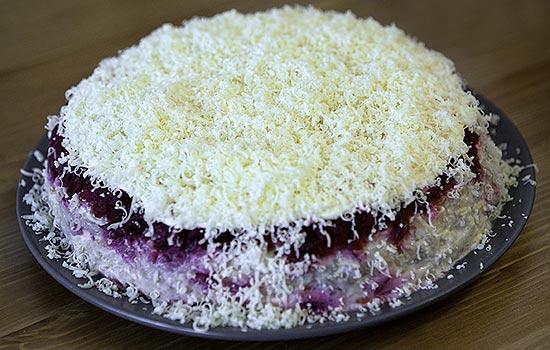 Салат мясной со свеклой и твердым сыром