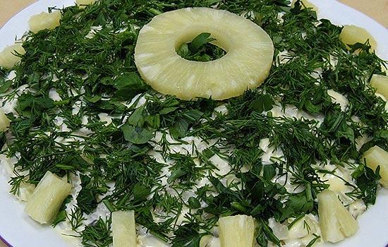 Салат с ананасами и укропом