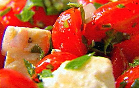 salat-iz-ovoshey-i-brinzi