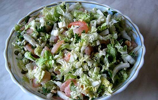 Салат из креветок и пекинской капусты