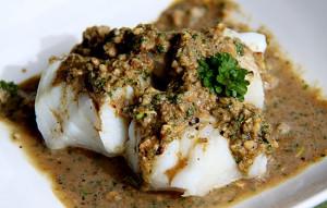 Рыба под ореховым соусом