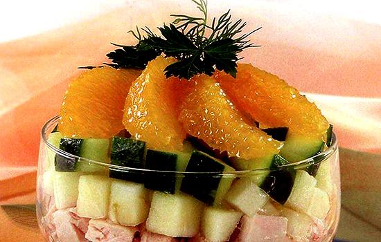 Салат с куриным филе, бананами и апельсинами