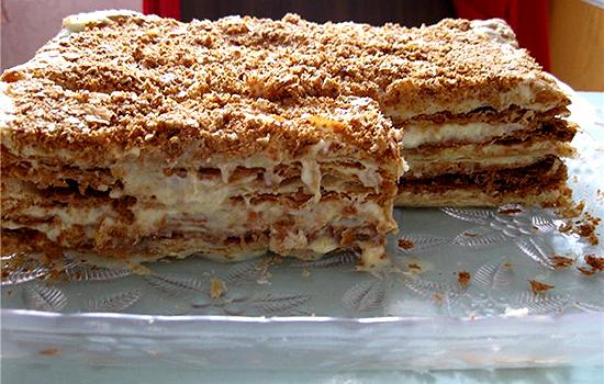Вафельный торт с бананово-кремовой прослойкой