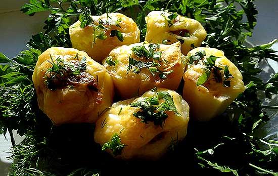 Картофель, фаршированный килькой