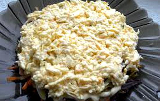 Салат со свининой и копченым сыром