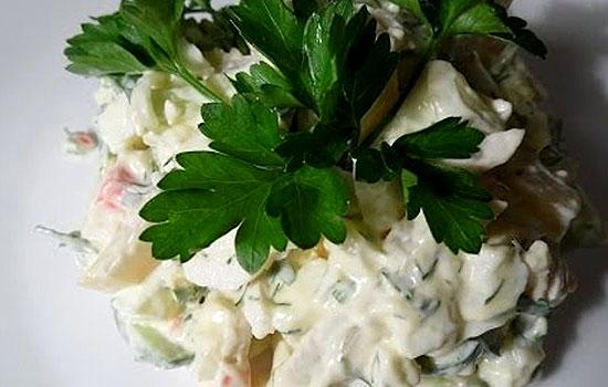 Салат с кальмарами, огурцами и ананасами
