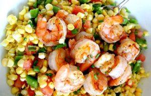 Салат с креветками, рисом и сладким перцем