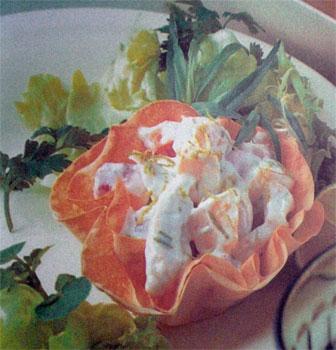 Тарталетки с салатом из курицы и персиков