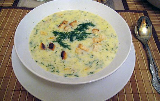 Суп с плавлеными сырками и зеленым горошком