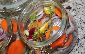 Маринованная сельдь с луком и морковью