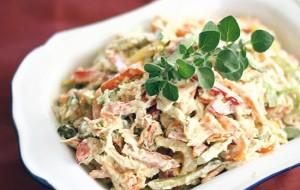 Салат с рыбой и маринованными грибами