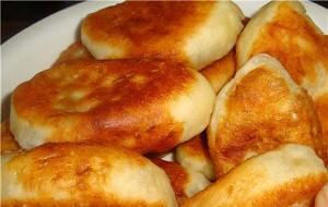 Пирожки, жаренные на сковороде (дрожжевое тесто)