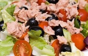 Салат из тунца и спаржевой фасоли