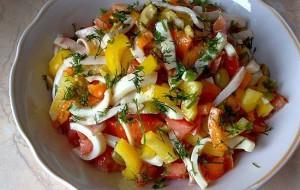 Салат с кальмарами и сладким перцем