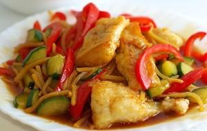 Рыба, тушенная с овощами