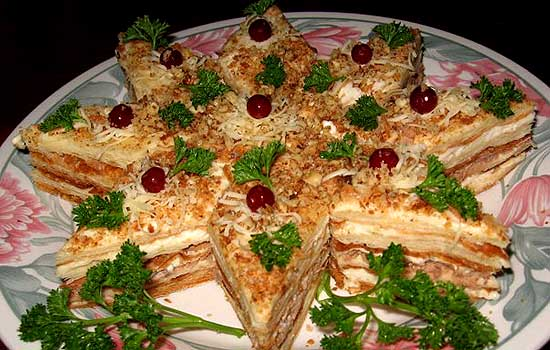 Закусочный торт с сырной начинкой