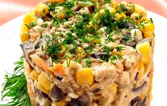 Салат со свининой и ананасами