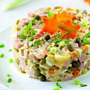 Салат с сельдью и консервированным горошком