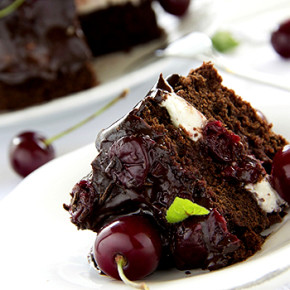 Торт шоколадный с вишней