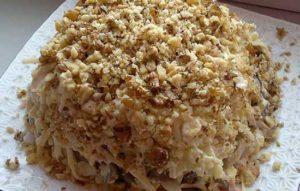 Салат-торт с говядиной и грецкими орехами